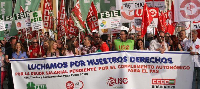 Concentración en defensa de la Paga de Antigüedad, la deuda pendiente de la Extra 2012 y el PAS de los trabajadores de la Concertada