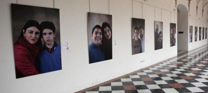 USO en la inauguración de una exposición fotográfica con motivo del día mundial de concienciación sobre el Autismo